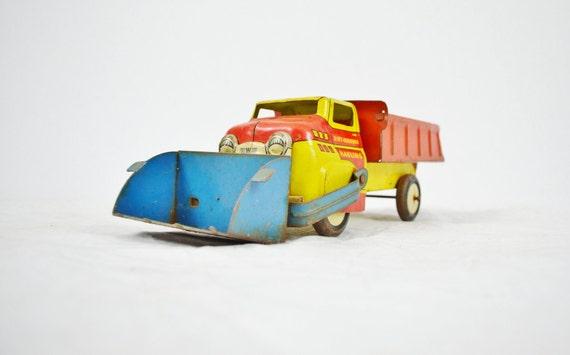 Vintage Steel Wyandotte Dirt Digging Toy Dump Truck