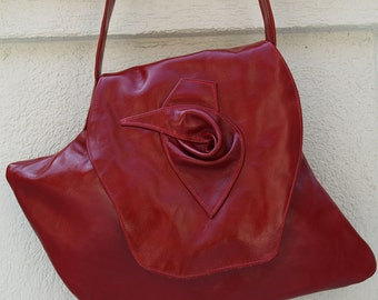Red Leather Shoulderbag in Signature Shape