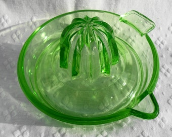VINTAGE Federal Glass Green Depression Glass Juicer