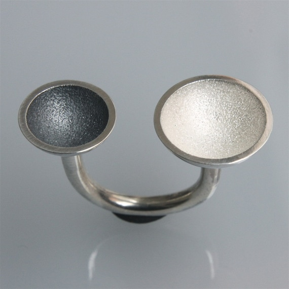 ring 2 cups black & white in oxidized and bleached silver