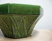 Vintage  Haeger Planter. Green. Old American pottery