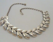 1950s Linked Silver Tone Choker Collar Necklace w/ Leaf Motif, Mirrored Finish, Adjustable Clasp