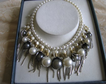 designer fashion  bib shell pearl chuncky necklace, white pearl