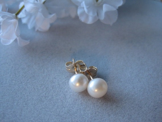 small pearl stud earrings freshwater cultured pearl