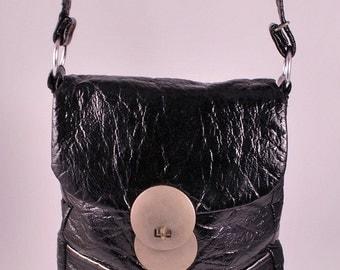 Black Crinkle Vinyl Space Age Mod Purse Shoulder Bag 60s