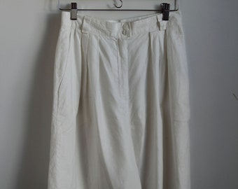 High Waisted White Linen Shorts - M