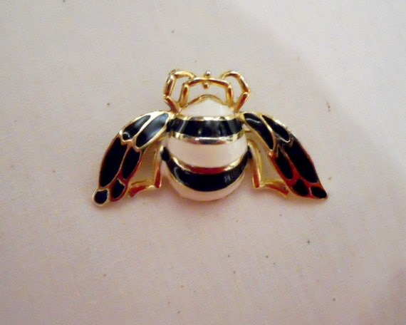 Vintage Enamel Bee Brooch Black White Ivory Hornet Wasp Insect Gold Pin Scarf Pin Nicely Detailed FREE GIFT Wrap