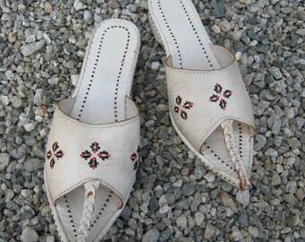 SALE Was 34 now 20! Vintage 1970s Genie Harem Moroccan Slip On Sandals