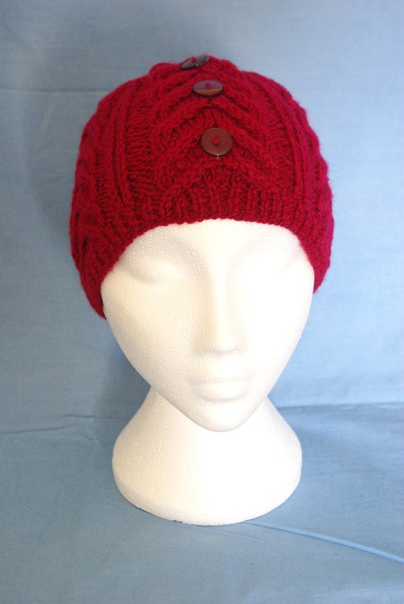 Unisex cabled beenie hat.Red.