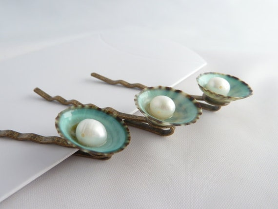 Shell bobby pin set: green limpet and white freshwater pearl, shell hair pin, beach wedding