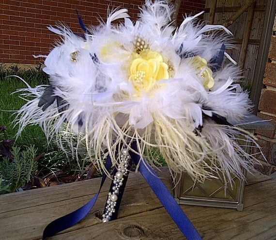 Diy Feather Bouquets Weddings: Items Similar To Ostrich Feathers & Flowers Bridal Bouquet
