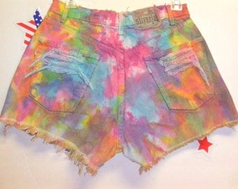 27.5 inch waist......Vintage Levis High Waisted TIE  Dyed  Denim Shorts - Studded
