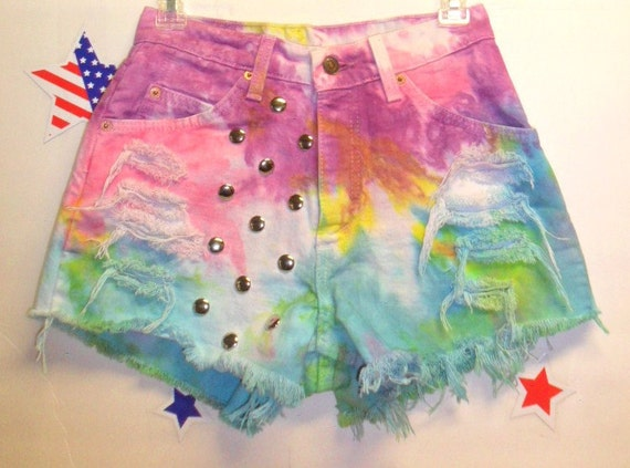 Vintage Levis High Waisted TIE  Dyed  Denim Shorts - Studded ---Waist 26   inches