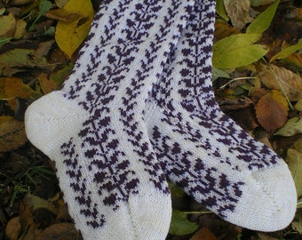 Kneelength Woolen Socks - Long and Warm, Subtile Pattern (made to measure)