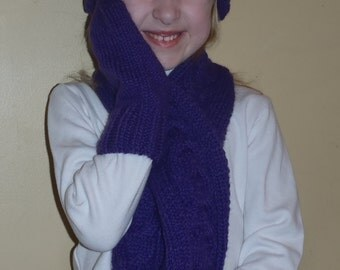 Knit childs hat, mittens & scarf