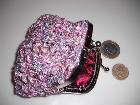 Knitting pattern for ribbon yarn coin purse