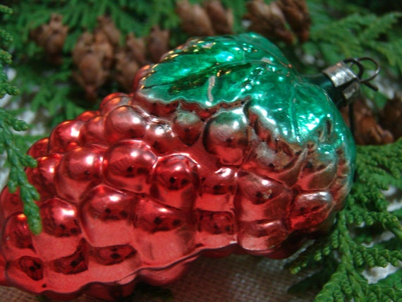 Vintage Red Grapes Ornament - West Germany