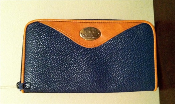 SALE v i n t a g e navy pebbled leather Jordache clutch / wallet