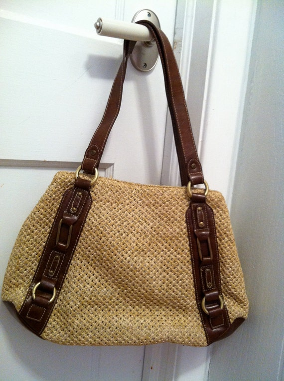 v i n t a g e Fall Autumn Golden Wheat Straw Weave and Vegan Faux Brown Leather Handbag / Woven Shopper / Tote / Purse