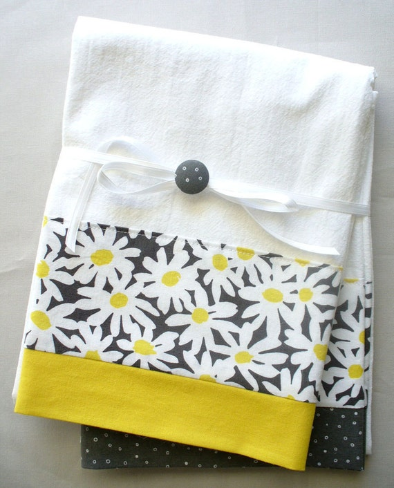 Grey Dish Rags: Kitchen Towels With Gray And Yellow Daisy Floral Pattern
