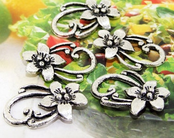 7 Beads--- Charm Flower Pendant  Link  Silver Plated Beads Filigree Findings Metal Connector Link Beads 20mmx 30mm 3L