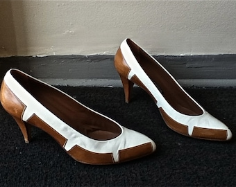 I Magnin - 1980s AvanT GarDE  leather heels // White and Honey Brown - size 6.5/7 narrow
