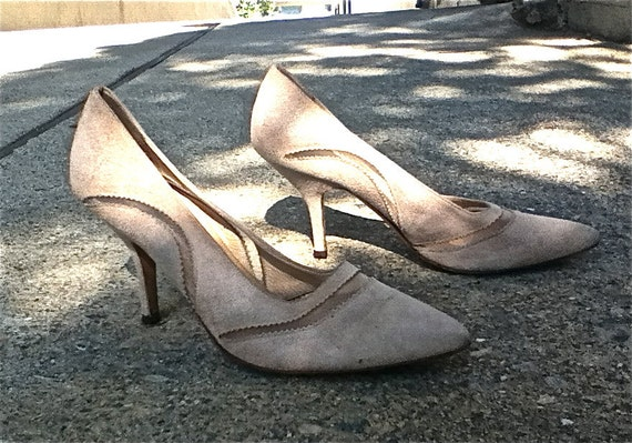 Reduced - Gorgeous heels in cream suede with cut out design - all leather made in Italy - size 9