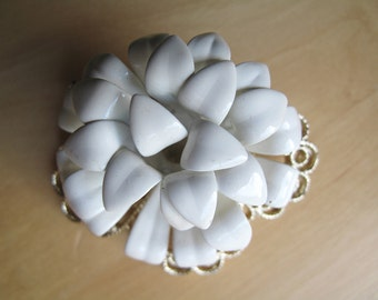 sarah coventry white snow flower brooch pin