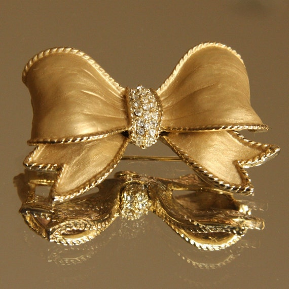 Ribbon and Rhinestones -  Vintage Gold Tone Brooch