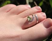 Earth Day peridot toe ring
