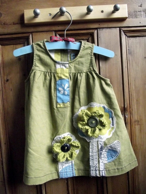 Baby girls top vest dress green upcycled crochet flower floral 6 / 9 months vintage buttons