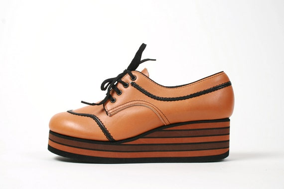 Vtg. 70s Platform Oxford Shoes. Striped Foam Wedge. Lace Up. So Intense. Size 8 / 8.5