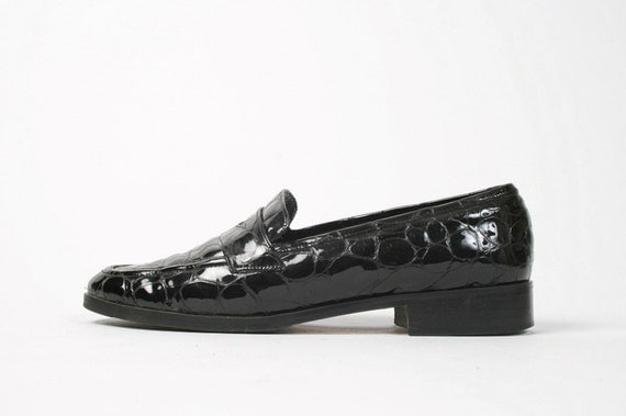 Vtg. 90s Black Patent Leather Croc Embossed Loafers. Classic. Minimal. Made in Italy. Size 7 US