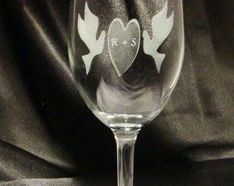 Custom Engraved Wine Glasses - Sweetheart Dove Wine Glasses - Etched Wine Glass - Personalized Wine Glasses - Wedding Party Gift