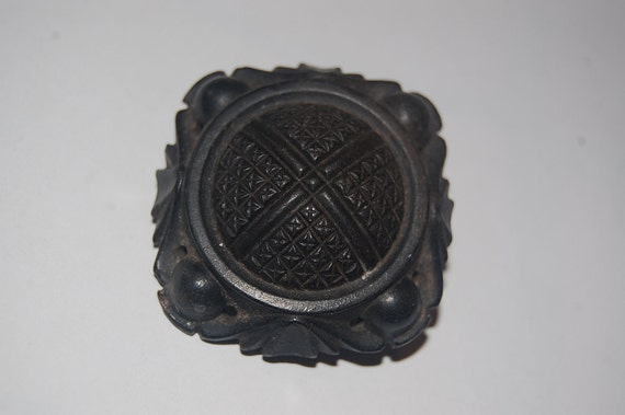Large & Unusual Victorian Mourning Brooch