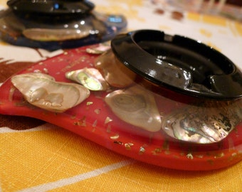 SEASHELLS from the SEASHORE-- Set of 2 1950s Matched Souvenir Ashtrays from Lovely California