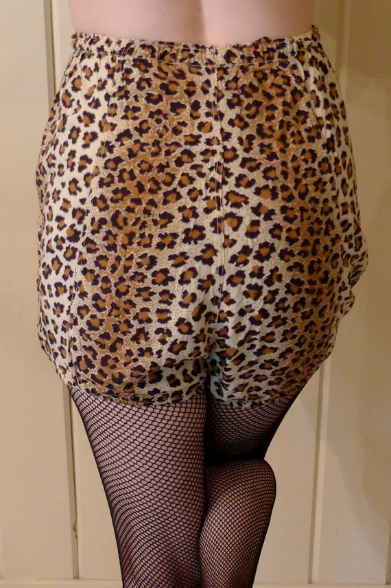 CUTIE the KITTY-- Adorable 1950s Leopard Print Cotton Pin Up Girl's Bloomers Pantaloons Tap Pants--M