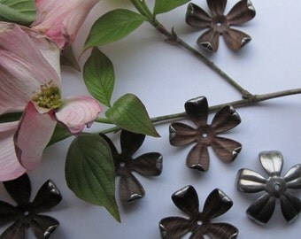 Woody Vintage Dogwood Steel Flowers