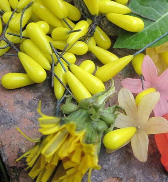 Wonderful Dandilion Yellow Vintage Medium Size  Wired Glass Flower Pistils