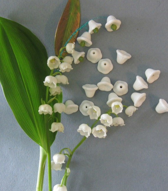 Vintage White Lily Of The Valley  Glass Flower Bead