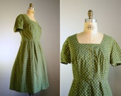 20% OFF SALE .. Vintage 1950s Olive Green Daisy Print Dress .. Size XL