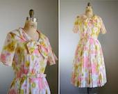 Vintage 1950s Short Sleeve Floral Dress .. Cay Artley .. Size Medium