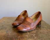 Vintage 1960s Whiskey Brown Leather Loafers .. Size 9