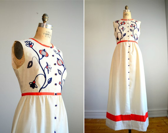 Vintage 1970s Boho Embroidered Maxi Dress .. Size Medium