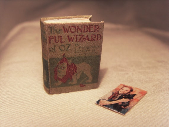 "book ""The Wonderful Wizard of Oz"" - 1:12 scale miniature"