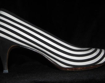 Vintage 50s 60s Mad Men Black & White Striped Pumps - Hypno Kitten Heels