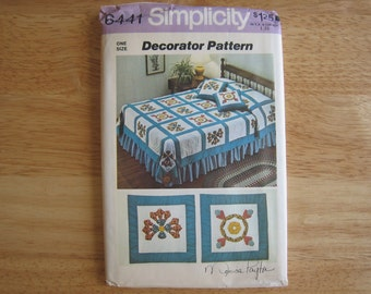 Simplicity Decorator Pattern 6441 QUILT And Throw Pillows (Transfer s for Appliques Included)   1974   Uncut