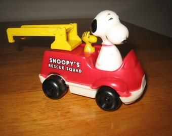 Vintage Peanuts SNOOPY'S Rescue Squad Toy Truck with Woodstock by AVIVA     Hong Kong     1965