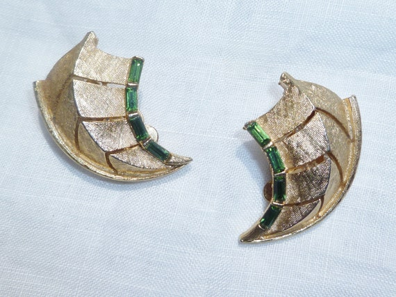 Vintage Clip-On Gold-Tone Leaf Earrings