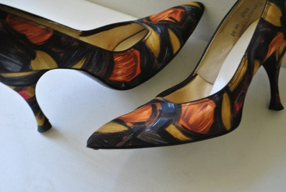 Glamour vintage 60s multicolor fabric with abstract print high heels.Made by Mandarins in USA.Size 8 1/5 AA